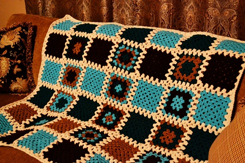 Retro Baby Blanket {Living Outside the Stacks}