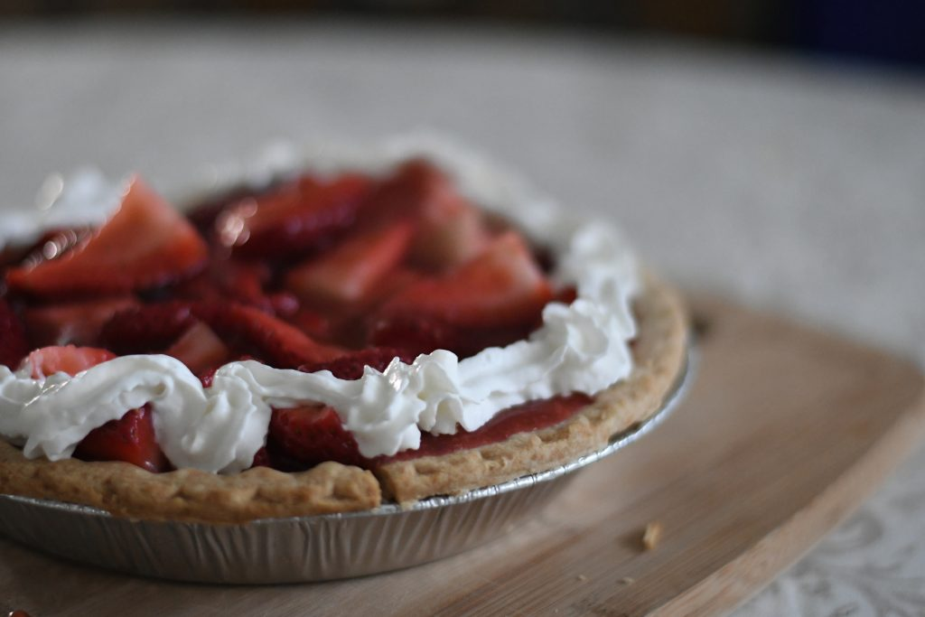 Fresh Strawberry Pie without Jell-o {living outside the stacks}