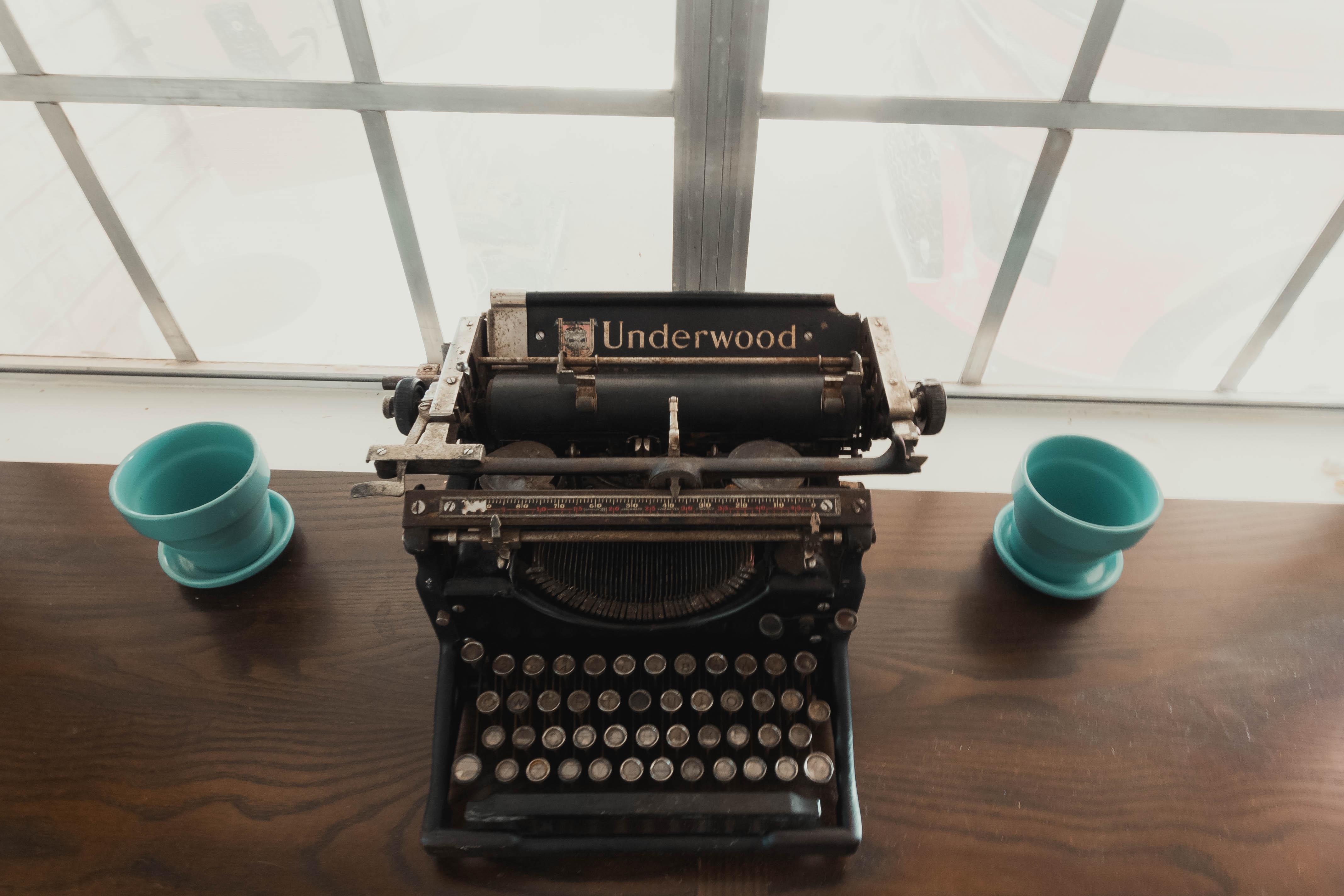 Vintage Typewriter {living outside the stacks}